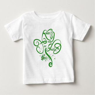 Béseme que soy trébol irlandés de la vid II Camisetas