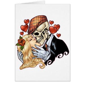 Beso del cráneo con los corazones y los rosas por tarjeta de felicitación