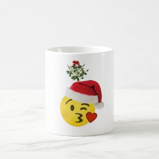 beso del emoji debajo de la taza de las Felices