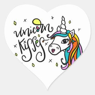 Besos del unicornio, a mano pegatina en forma de corazón