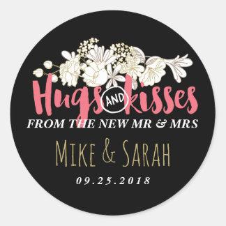 Besos Sr. y señora Floral Wedding Sticker de los Pegatina Redonda