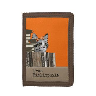 Bibliófilo verdadero - gato con los libros