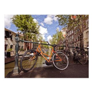 Bici anaranjada en Amsterdam Países Bajos Postal