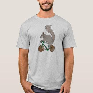 Bici del montar a caballo de la ardilla con las camiseta