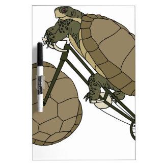 Bici del montar a caballo de la tortuga con las pizarra blanca