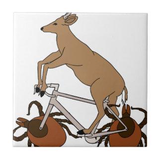Bici del montar a caballo de los ciervos con las azulejo