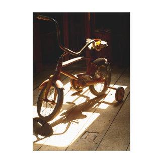 Bicicleta del niño en el molino anterior del grano impresión en lienzo estirada