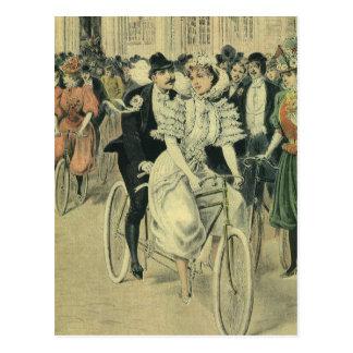 Bicicleta del tándem del paseo del novio de la postal