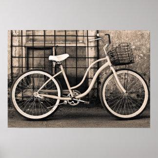 Bicicleta del vintage con la cesta póster