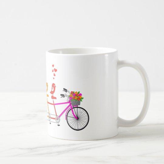 bicicleta en tándem colorida con la familia de taza de café