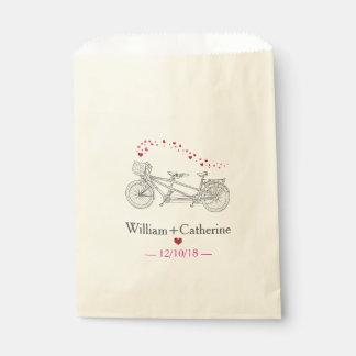 Bicicleta en tándem construida para el bolso del bolsa de papel