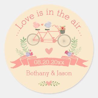Bicicleta, pájaros y boda en tándem de la bandera pegatina redonda