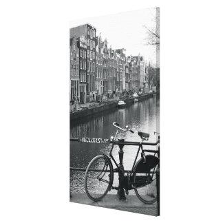 Bicicleta por el canal impresión en lona