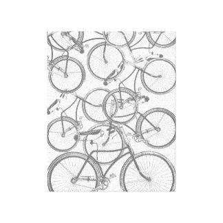 Bicicletas apiladas lona estirada galerías
