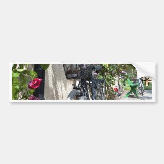 Bicicletas y rosas en Suecia Pegatina De Parachoque