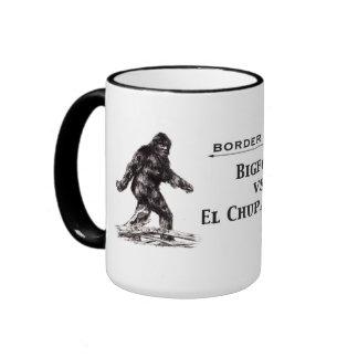 """""""Bigfoot contra taza del Chupacabra del EL"""""""