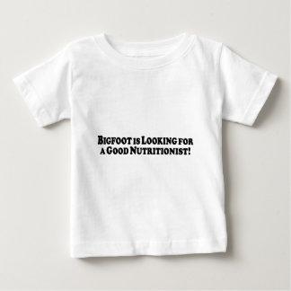 Bigfoot que mira para el buen nutricionista - camisetas