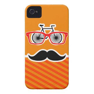 Bigote divertido con las rayas anaranjadas iPhone 4 Case-Mate carcasas