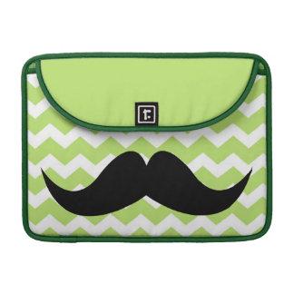 Bigote elegante lindo verde del modelo de zigzag d fundas para macbook pro