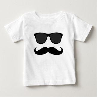 Bigote y regalo negros del humor de las gafas de camiseta de bebé