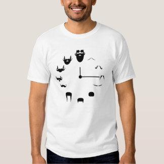 Bigote y reloj de la barba camiseta