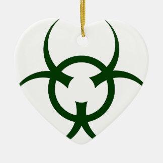 Bio símbolo del peligro adorno navideño de cerámica en forma de corazón