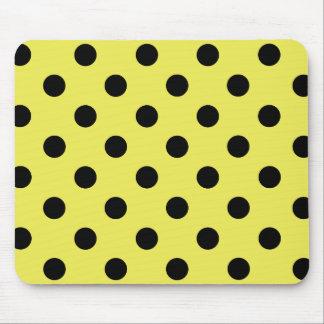 Black polka dots in yellow alfombrilla de ratón