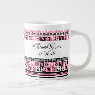 #BlackWomanAtWork en negro, blanco y rosa Taza De Café Grande