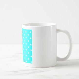 Blanco ciánico de las estrellas los regalos de taza