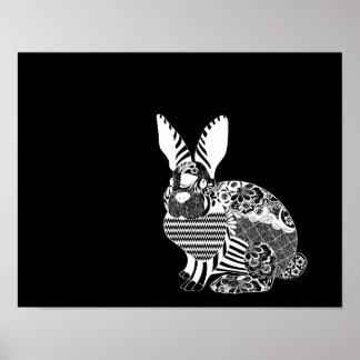 Blanco del conejo del artesano en campo negro póster