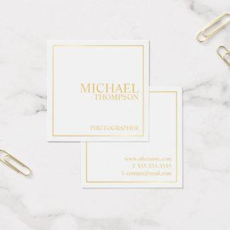 Blanco elegante profesional y oro tarjeta de visita cuadrada