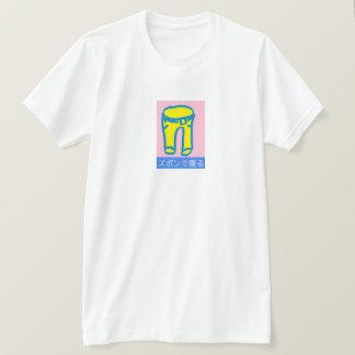 Blanco japonés de la camisa del logotipo de los