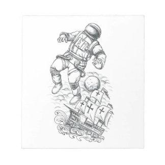 Bloc De Notas Astronauta atado al tatuaje de Caravel