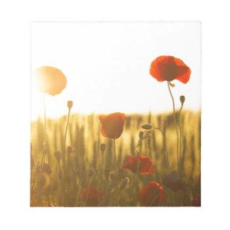 Bloc De Notas Flor roja cerca de la flor blanca durante d3ia