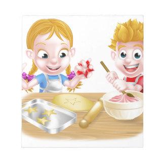 Bloc De Notas Niños que cuecen las tortas y las galletas