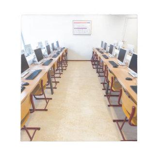 Bloc De Notas Ordenadores en sala de clase de la educación