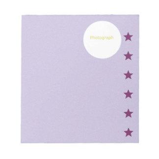 Bloc De Notas Plantilla púrpura con las estrellas