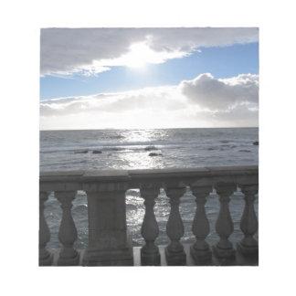 Bloc De Notas Terraza que pasa por alto el mar