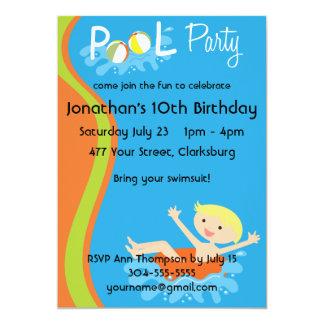 Blonde del muchacho de la fiesta en la piscina invitación 12,7 x 17,8 cm