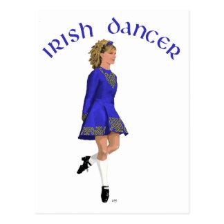 Blonde irlandés del bailarín en azul postal