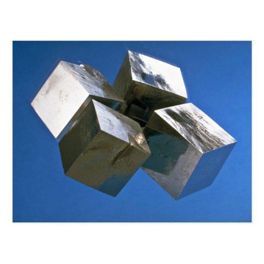 Bloques brillantes del mineral de la pirita de la postal