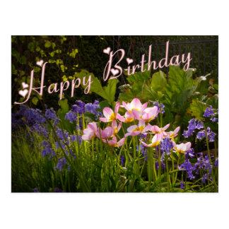 bluebells y flores rosadas postal