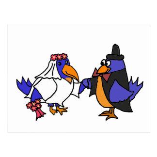 Bluebirds divertidos novia y boda del novio postal