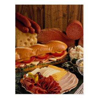 Bocadillo submarino delicioso con las carnes y el postal