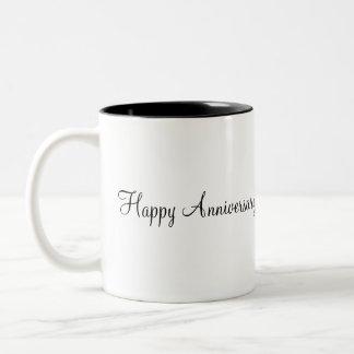 boda, aniversario feliz taza de dos tonos