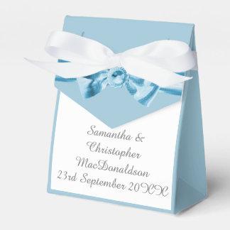 Boda azul en colores pastel llano del arco de la caja de regalos