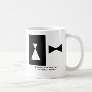 Boda blanco y negro taza básica blanca