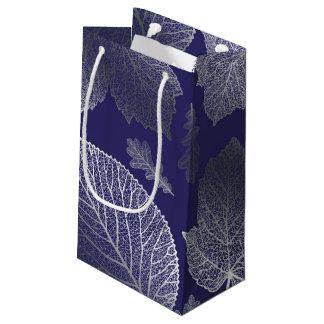 Boda de la caída de las hojas de la plata y de la bolsa de regalo pequeña