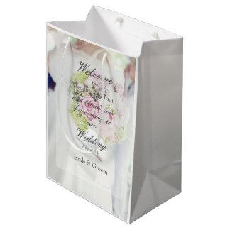 Boda del ramo de la novia y de la flor bolsa de regalo mediana