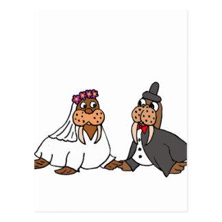 Boda divertido de novia y del novio de la morsa postal
